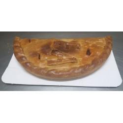 Empanada de morcilla matachana con pera en almibar